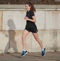 TAO Sportswear - RANA - Atmungsaktives Laufshirt mit Zip - black